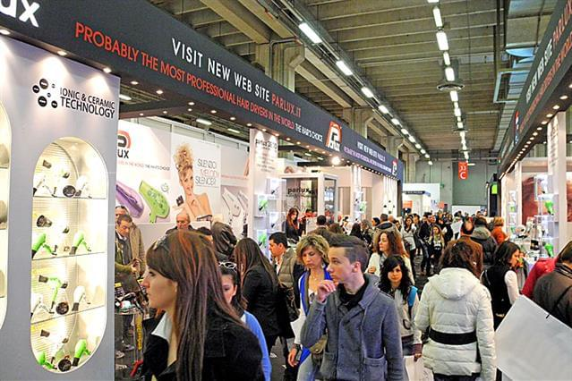 Cosmoprof 2012_parrucchieri visitano lo stand Parlux 3.jpg