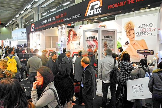 Cosmoprof 2012_parrucchieri visitano lo stand Parlux 1.jpg