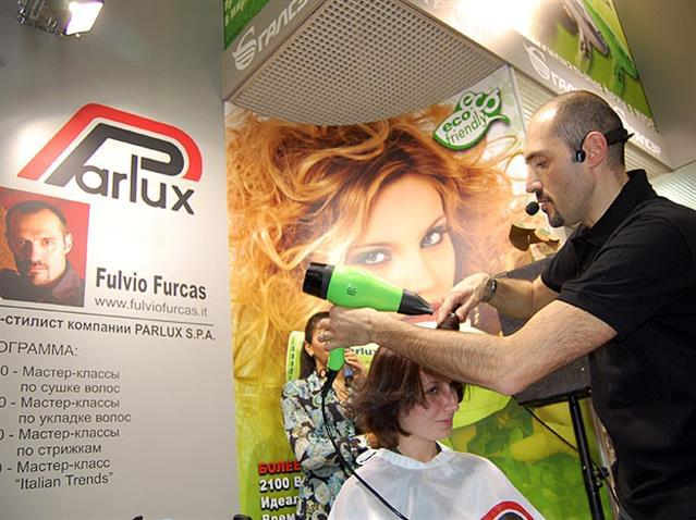 Fulvio Furcas lavora con il Parlux 3800 e il Melody Silencer.JPG